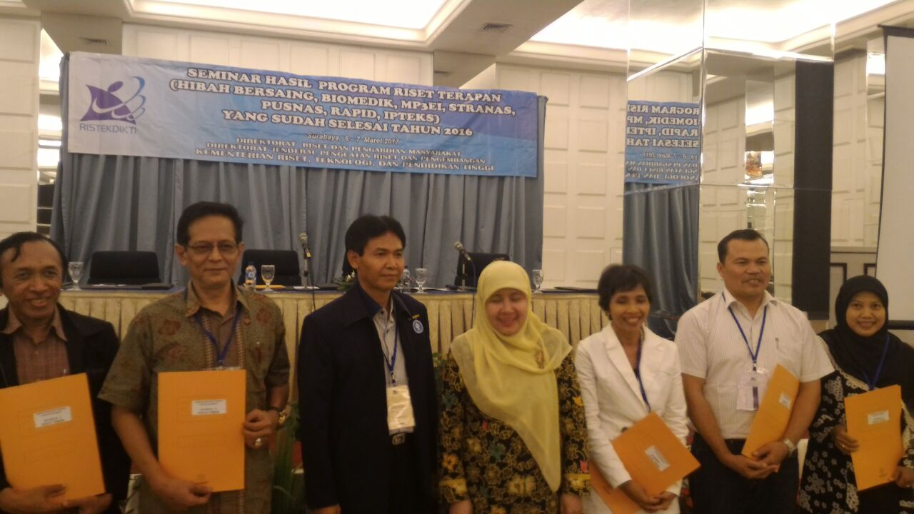 Tri Sulistyaningsih stands of left side from other researchers.